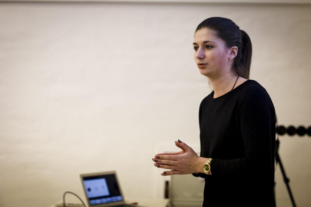 Vítězka Lucie Částková během své prezentace